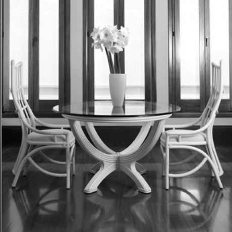 Table Ø 122 en rotin et verre
