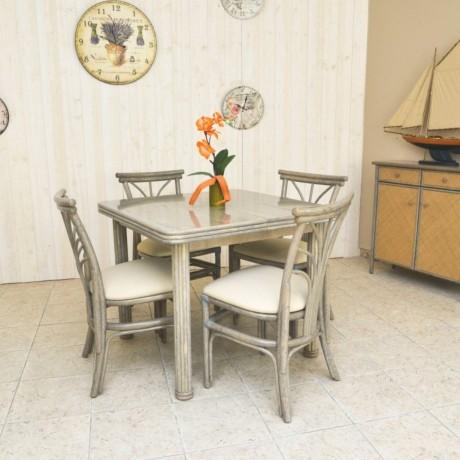 Table carrée en rotin